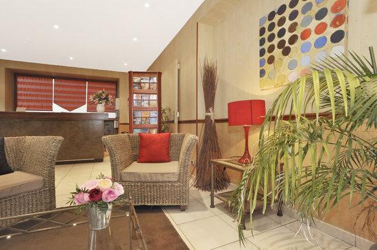 Hotel Carladez Cambronne: Réception