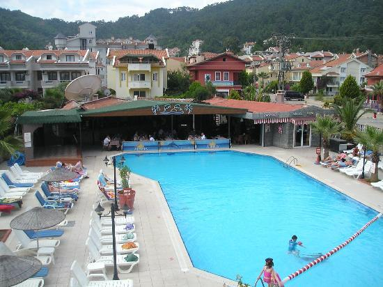 Club Alpina Apartments Hotel: the swimming pool