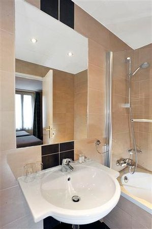 Hotel Carladez Cambronne: Salle de bain