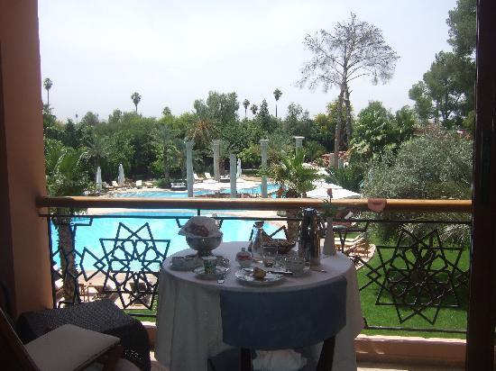 Es Saadi Marrakech Resort - Palace : PDJ au balcon avec vue sur les jardins