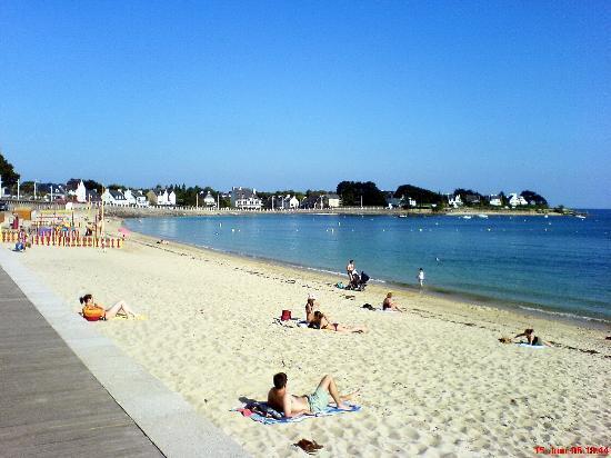 Fouesnant, France : La plage de Cap coz ensemaie en juin
