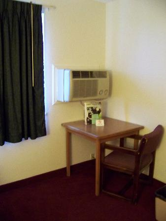 Super 8 Grand Junction Colorado: A/C and heater