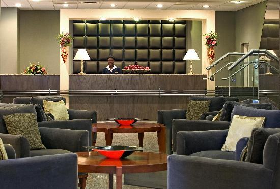 Sheraton Reston Hotel: Sheraton Front Desk and Lobby