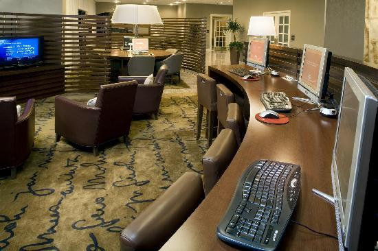 Sheraton Reston Hotel: Complimentary Link by Sheraton in Lobby
