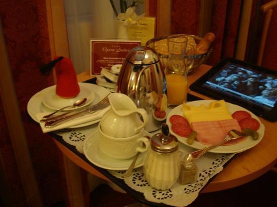 Opera Suites: breakfast