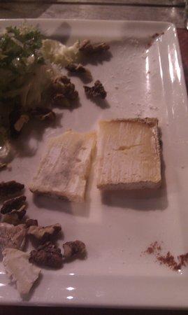 L'Angelus: Selons ce 'restaurant', c'est ainsi qu'on sert le fromage en France...