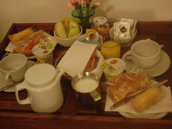 Room in Venice Bed and Breakfast: breakfast in bedroon. café-da-manhã servido no quarto.