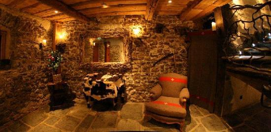 La Ferme du Lac Vert: our entrance hall