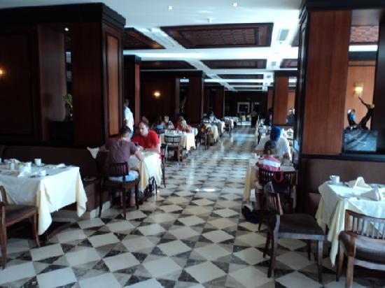 Stella Di Mare Beach Hotel & Spa: Ресторан