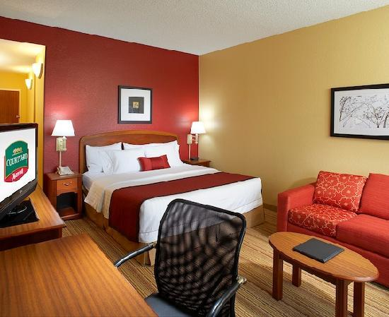 Courtyard West Palm Beach Airport: King Guest Room