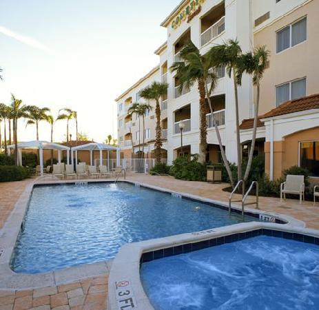 Courtyard by Marriott West Palm Beach Airport: Outdoor Pool