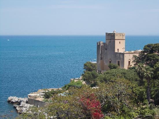 Domina Zagarella Sicily: Neighbor's castle