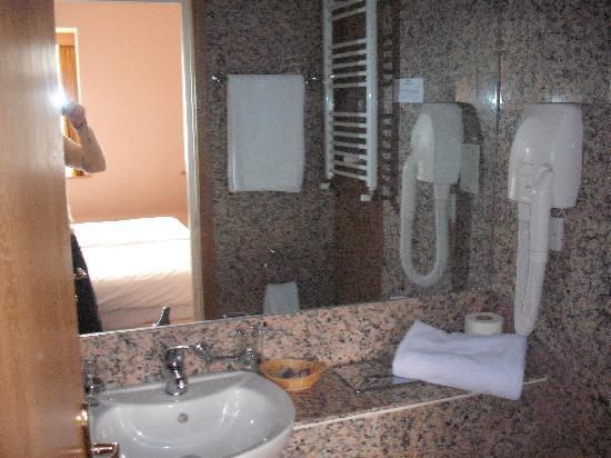 St. Georgio Hotel: Bathroom