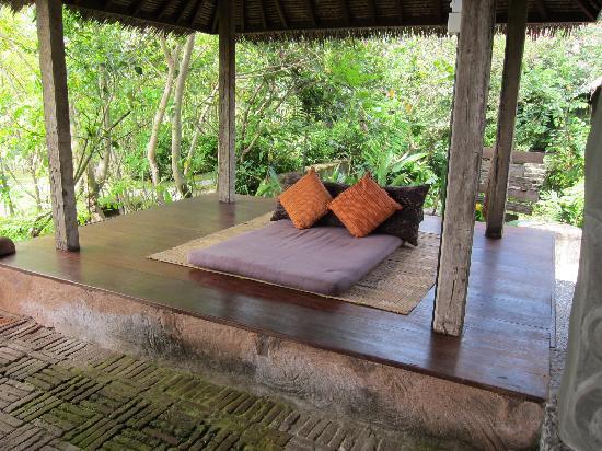 Hotel Tugu Lombok : lazy lounge area - perfect for rainy afternoons