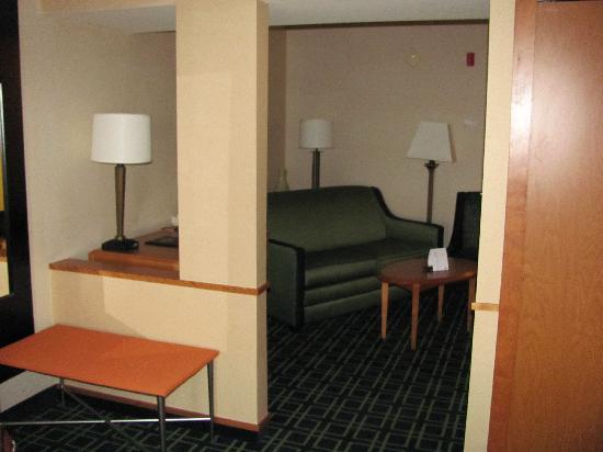 Fairfield Inn & Suites Sierra Vista: living area with a 2nd flat sceen tv and stereo
