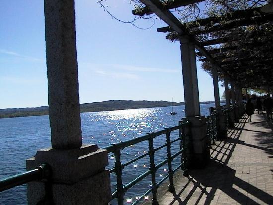 Arona, Italia: Panorana vista Lago
