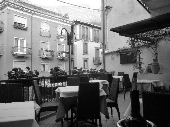 Ristorante al Gondoliere: Very Italian, open air roof terrace dining