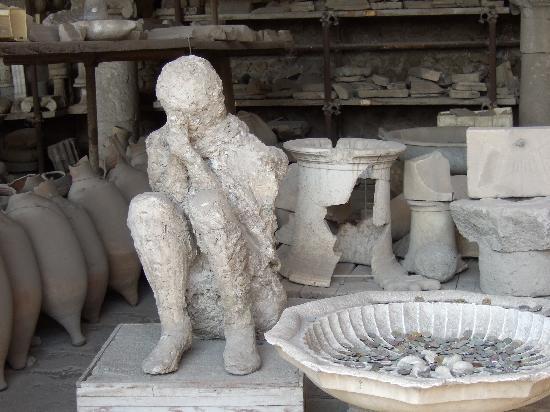 Lucia Pompeii Guide Tours: plaster cast from Pompeii
