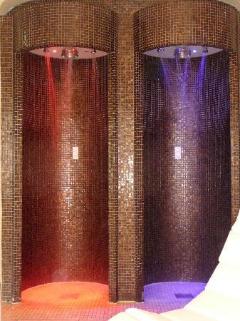 Ellenborough Park: Hot / Cold Showers in Spa