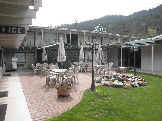 Courtyard, Konkolville Motel