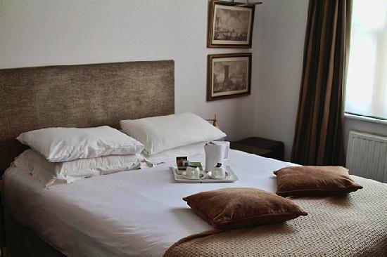Commodore Hotel: Habitación con ventana