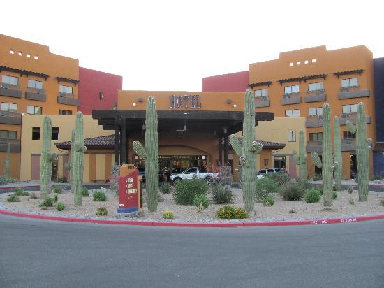 Desert Diamond Casino Hotel : very attractive southwest design
