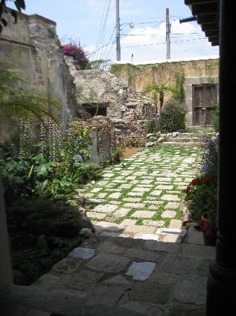 Hotel Cirilo: Interior courtyard