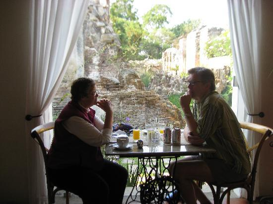 Hotel Cirilo: Breakfast in the dining room