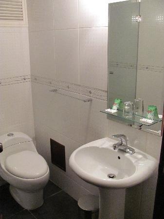 Hotel Continental Lima: bathroom