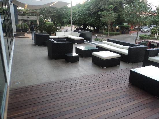 NH Collection Barranquilla Smartsuites Royal : excelente terraza al aire libre