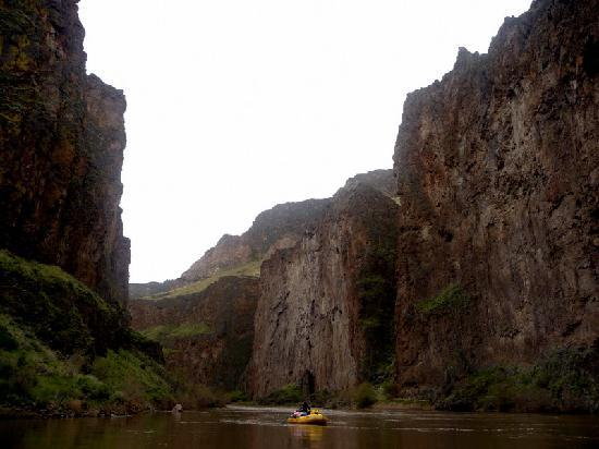 Momentum River Expeditions: Green Dragon Canyon