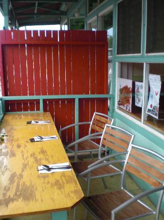 Zest Kitchen: outdoor seating on front porch