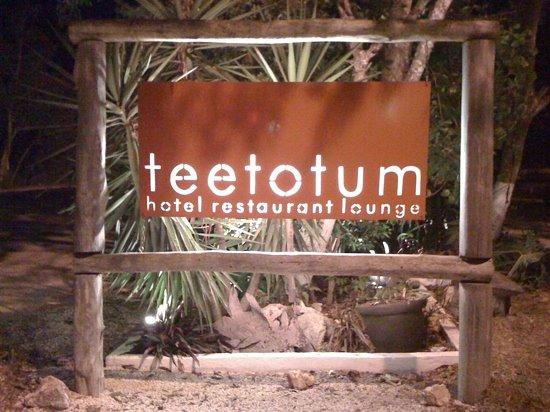 Teetotum Hotel Restaurant Lounge : teetotum