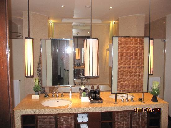 The Legian Bali: バスルーム  めちゃ広い
