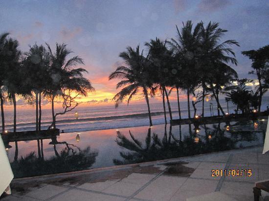 The Legian Bali: ホテルからの夕日は感動的!
