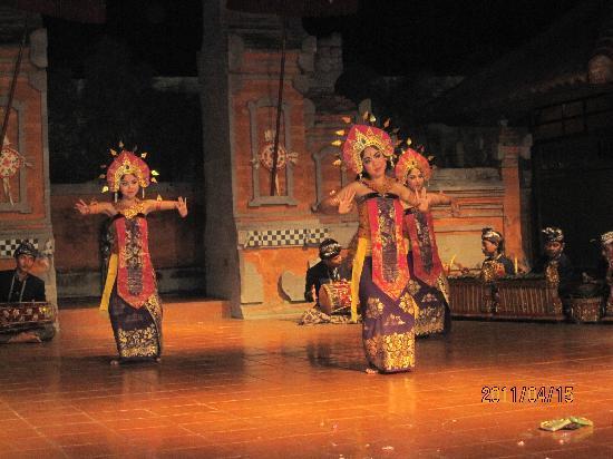 The Legian Bali : プラザバリではショーが無料で見れます