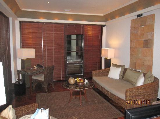 The Legian Bali : 部屋は二人では広すぎるくらいゆったり