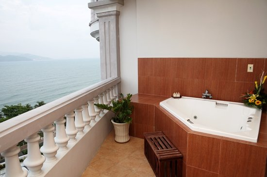 Sunrise Nha Trang Beach Hotel & Spa: Out Door private Jacuzzi