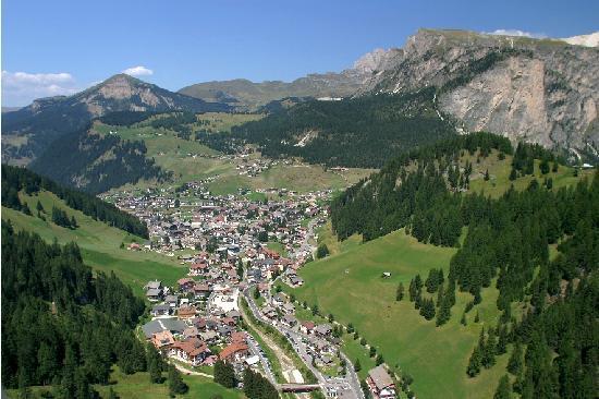 Residence Carin: Selva di Val Gardena in estate