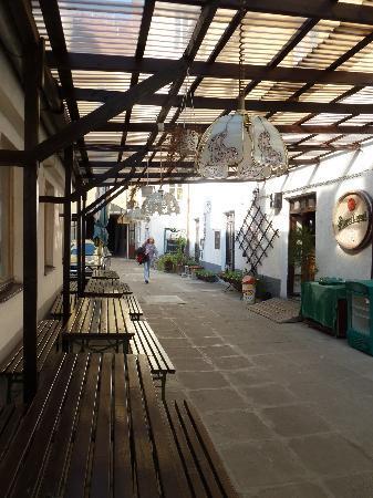 Hotel Morava: Innenhof
