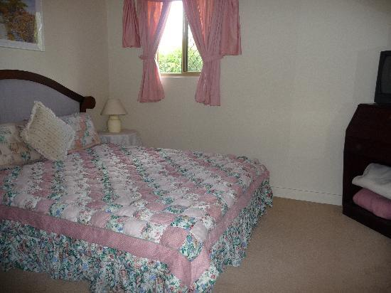 Airport Accommodation Perth: Bedroom 1