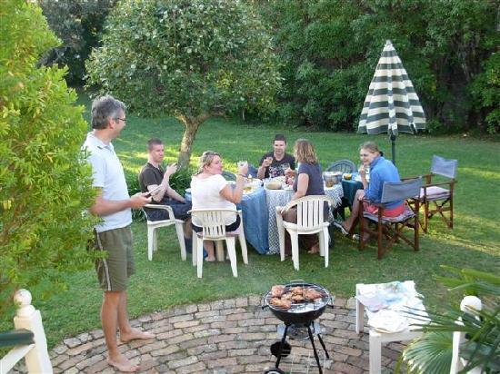 Karin's Garden Villa B&B: BBQ in Karin's garden