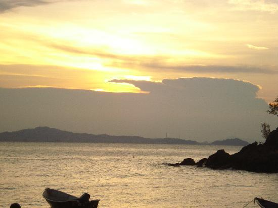 Pulau Kapas, Malasia: gambar pada waktu senja dari qimi chalet