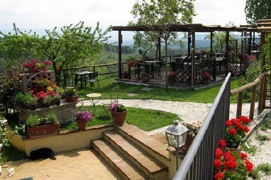 Cantalupo, อิตาลี: l'esterno