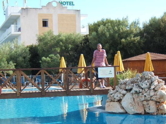 Monsuau Sensory Hotel: Pool view