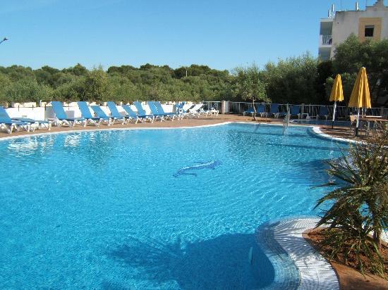 Monsuau Sensory Hotel: Pool