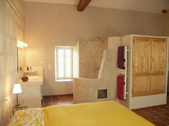 Apartement alpilles grande chambre double avec douche - Douche italienne dans chambre ...