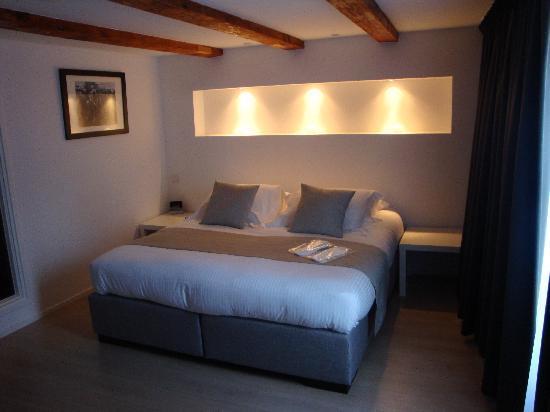 AMS Suites: Zimmer 2F