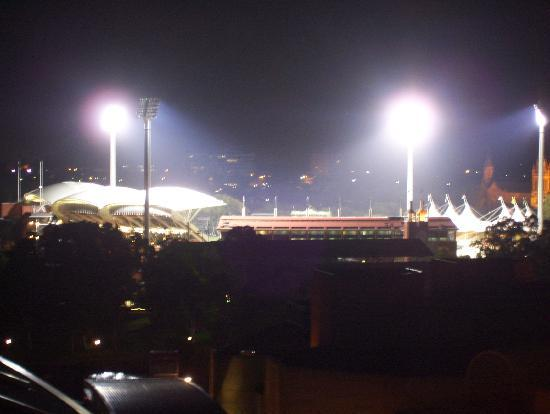La Loft Apartments North Terrace: Adelaide Oval from Balcony