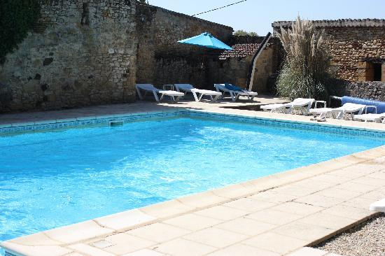Domaine des Blanches Colombes : Pool